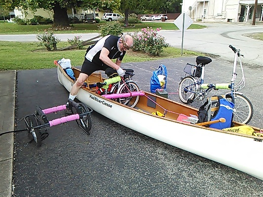 2017.09.21 ChrisHaggerty loading folding bike into canoe 533x400